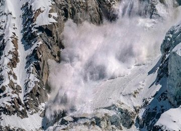हिमस्खलन से चार जवान शहीद