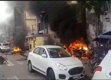 लखनऊ में पुलिस चौकी में तोड़फोड़ आगजनी