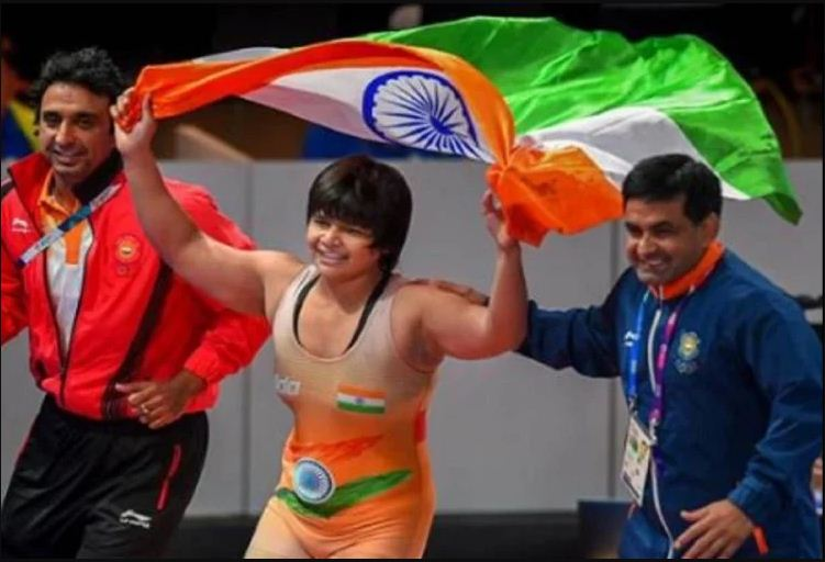 दिव्या ने जीता स्वर्ण पदक