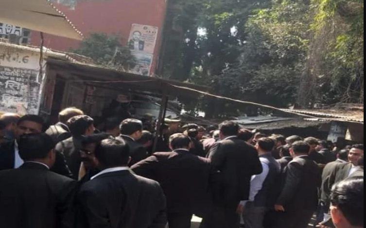लखनऊ कोर्ट परिसर में देसी बम के हमले