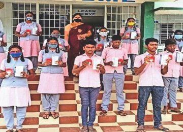 Teacher gifts smartphone to poor children