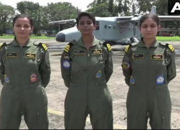 Three navy women pilots
