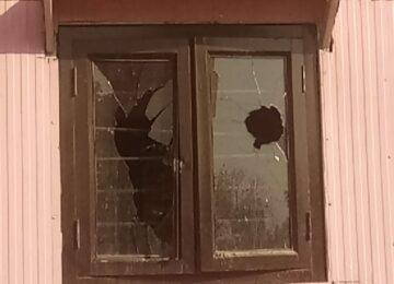 बदमाशो ने पुलिस को दी खुली चुनौती, पिंक बूथ हुआ क्षतिग्रस्त