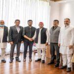 Akhilesh yadav meets member of sunni waqf board