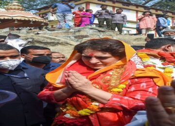 priyanka gandhi in kamakhya temple in asaam