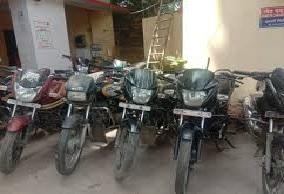 इंदिरानगर पुलिस ने बाइक चोर को पकड़ा