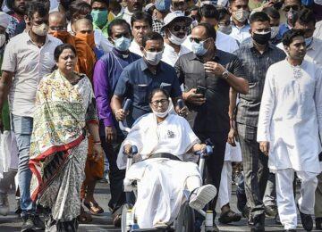 mamata banerjee wheelchair