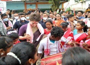 priyanka gandhi Jhumur dance in assam