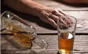 शराब पीने से बीमार हुए दो श्रमिकों की मौत