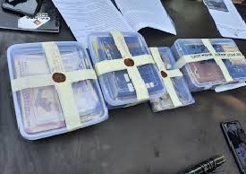 हसनगंज पुलिस ने रंगे हांथो पकड़ा सट्टेबाज