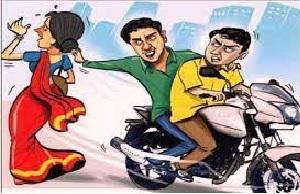 भाजपा महिला नेता की बाइक सवार ने चेन लूटी