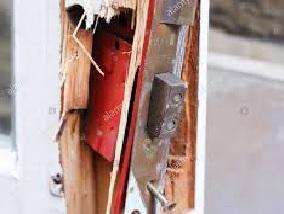 मकान का ताला तोड़ चोरों ने की चोरी