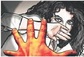 महिला पुलिस ने मकान मालिक पर छेडख़ानी का आरोप लगाया