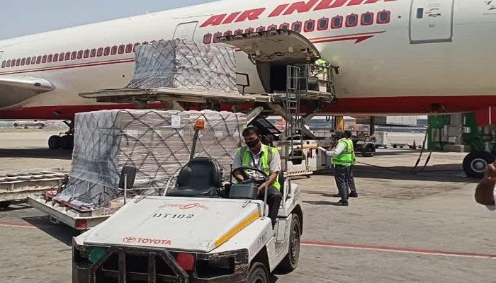 अमेरिका से 318 ऑक्सीजन कॉन्सेंट्रेटर लेकर दिल्ली पहुंचा विमान