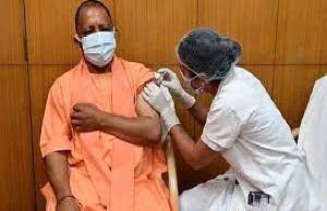 Chief Minister Yogi Adityanath got Corona vaccine installed